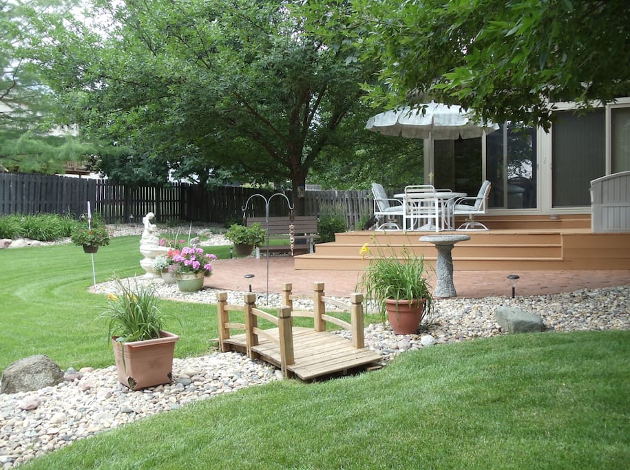 Park-like backyard for your relaxation.