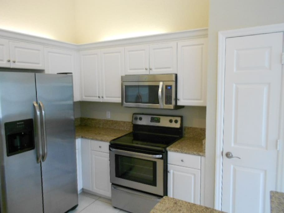 Kitchen; stainless steel appliances, granite counters