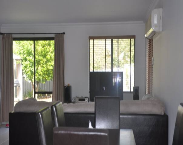 Amazing 5 bedrooms big house share  - Riverton