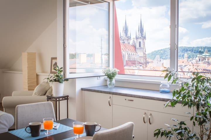 Prague Castle and Tyn Church view, Old Town, MIA - Praha - Rumah