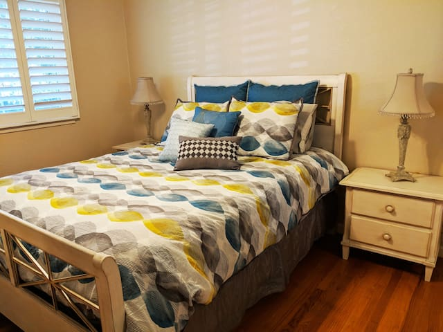 Peaceful Rm. in Fremont w/ Queen Bed -- and Pool!