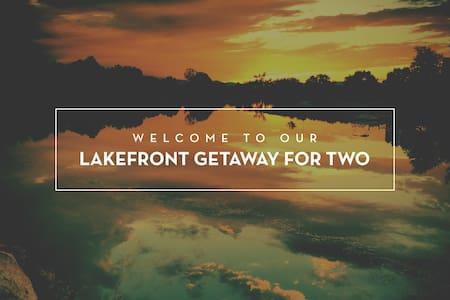 Lakefront Getaway for Two - 科林斯堡 - 独立屋