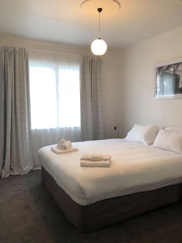 New Comfortable Room 2- 100M from Millenium Hotel