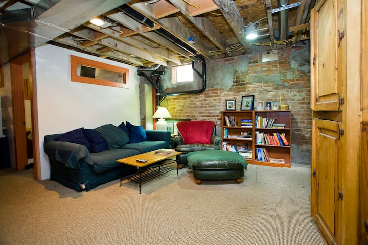 Den adjoining guest bedroom -also available for your use. Couch can be used for additional person to sleep on.