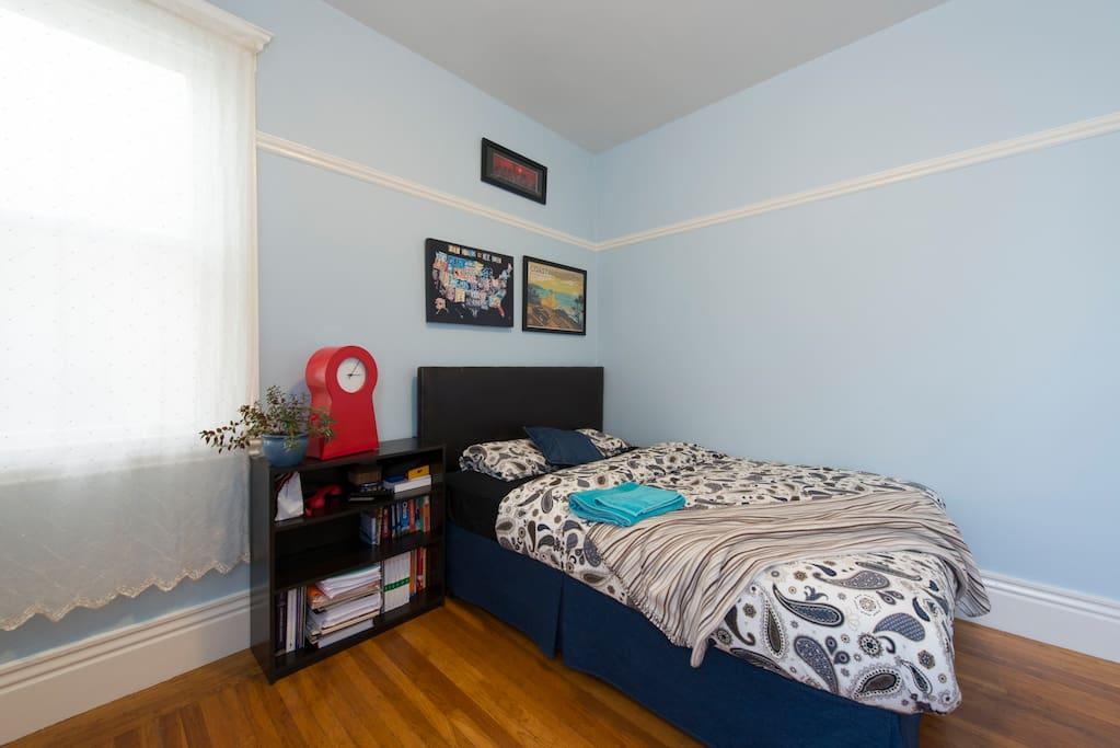Cozy and quiet guest bedroom