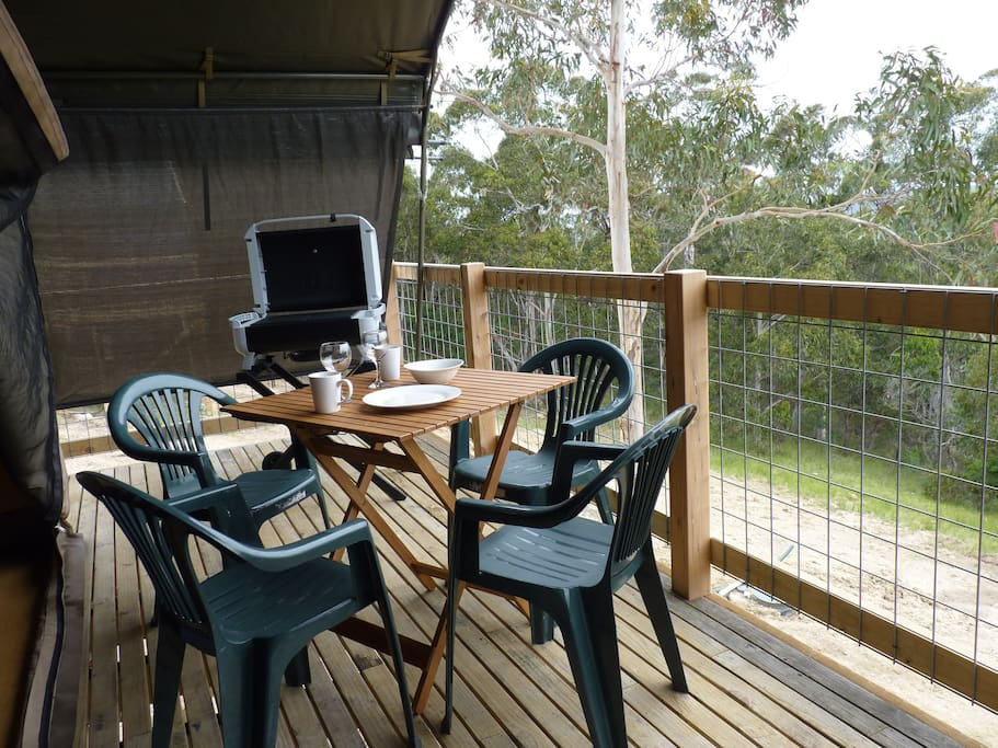 Deck, BBQ and the great outdoors.