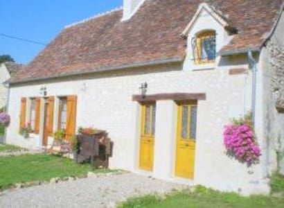 B&B in Traditional stone cottage - Azay-le-Ferron