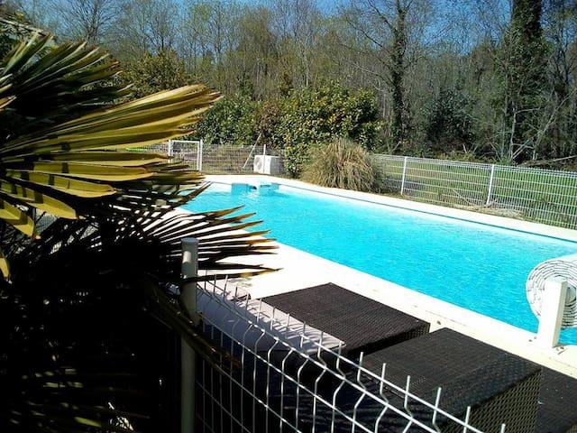 Chambre et lit queen size + piscine dans le Médoc - Listrac-Médoc - Talo