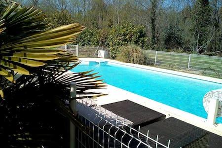 Chambre et lit queen size + piscine dans le Médoc - Listrac-Médoc - Дом