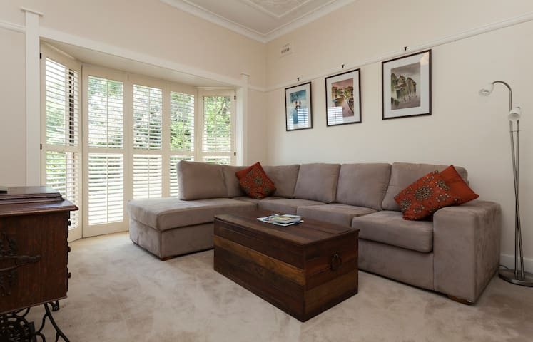 Spacious, one bedroom garden apartment Lane Cove