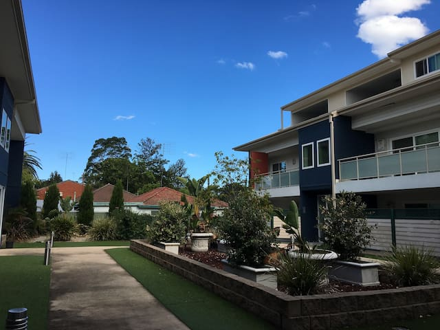 2 rooms for 3-5 people. Great location at penrith!
