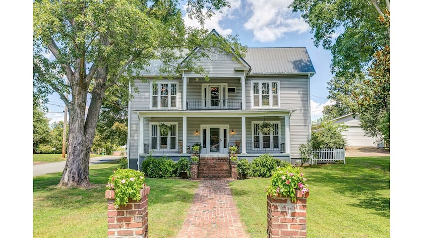 Vintage 100 year-old Victorian Home, 4 BR 3 BA