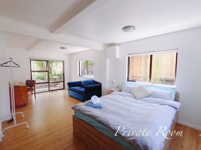 Large Private room with Full Day Sunshine, Comfort