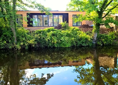Stunning canal side, eco cottage, near Lancaster - Bolton-le-Sands