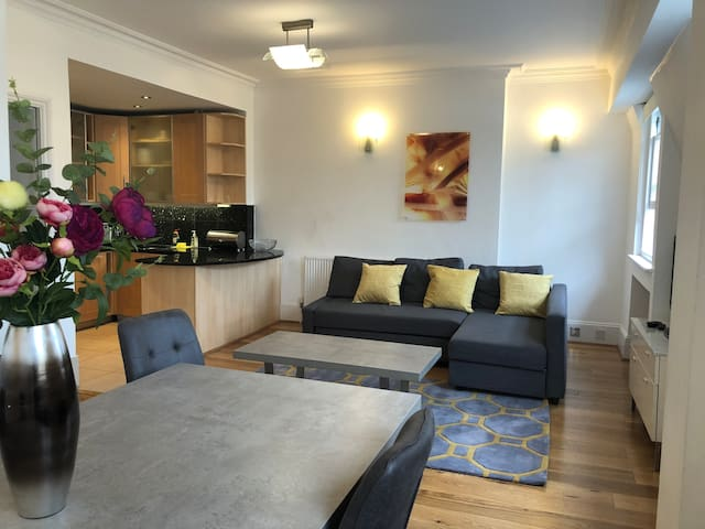 2Beds 2Baths Apartment near Hyde Park & Paddington