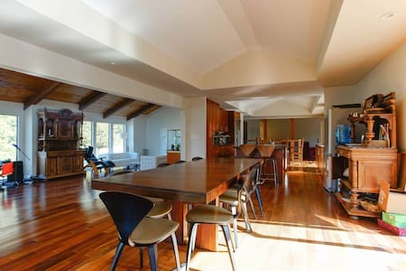 Newly Renovated 5 Bedroom House - Hillsborough - Hus