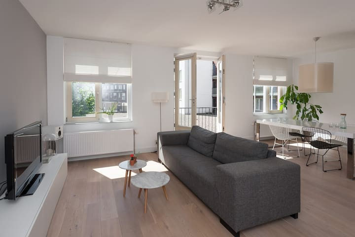 Modern spacious apartment 24min > Amsterdam CENTRE - Almere - Apartment