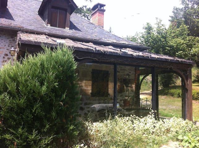 maison à la campagne avec piscine - Chanac-les-Mines - House