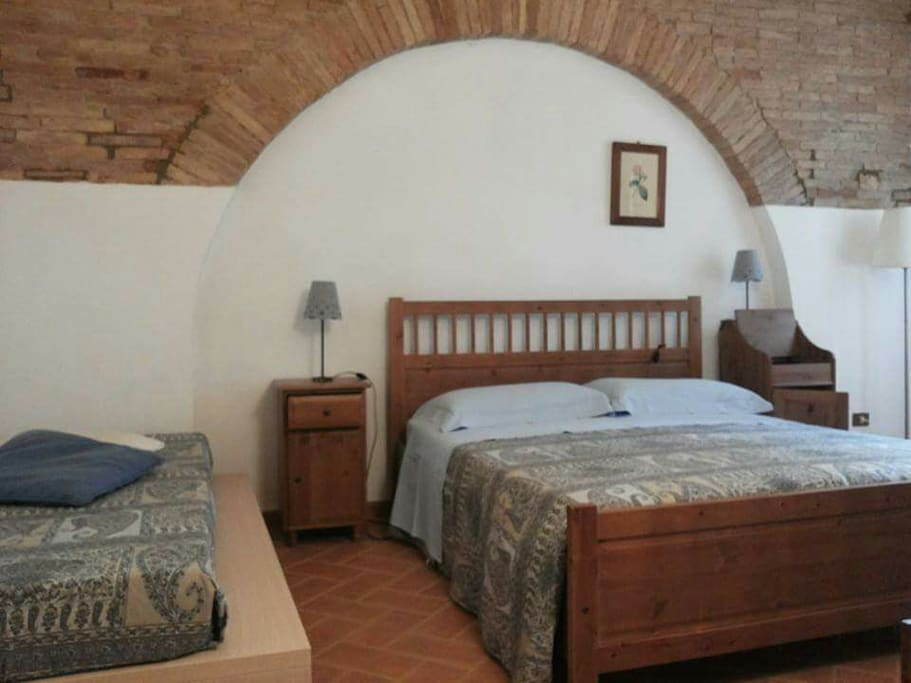 Camera matrimoniale con letto singolo aggiunto