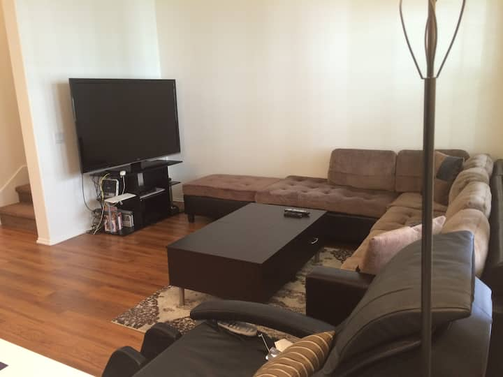 Townhouse King Size Bedroom in Chino 24hr Gym 中文可