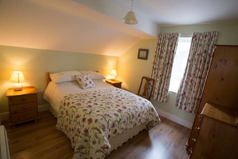 3 Arasáin Bhalor Cosy 1 Bed Apt with Mountain View