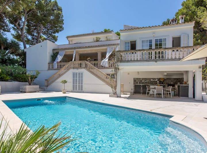 Villa Esmeralda, aire acondicionado, wifi, piscina, aparcamiento, un lujo en Cas Catala