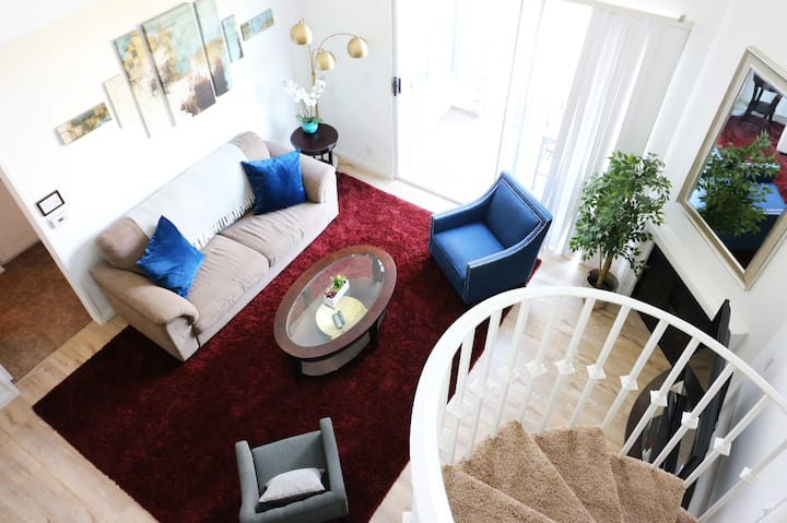 Stylish 3-Bedroom Apt w. Awesome City Views