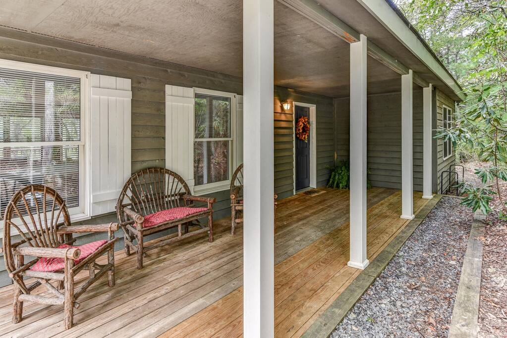 Large entrance with private deck.