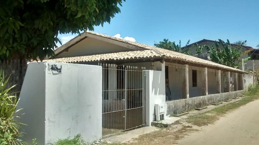 Casa grande e completa, com aplo espaço interno - Vera Cruz