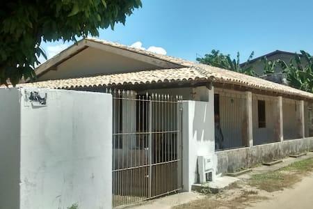 Casa grande e completa, com aplo espaço interno - Vera Cruz - House