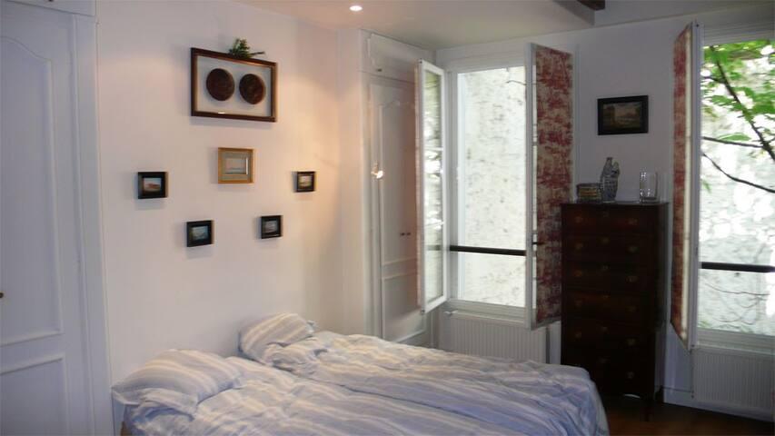 Chambre 2 - 2 lits simples, qui peuvent être regroupés en un lit double
