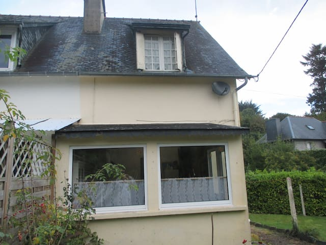 Rose Cottage, Belle Isle en Terre, Brittany France - Belle-Isle-en-Terre
