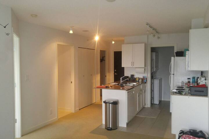 Stunning condo !! Central downtown  Small room den