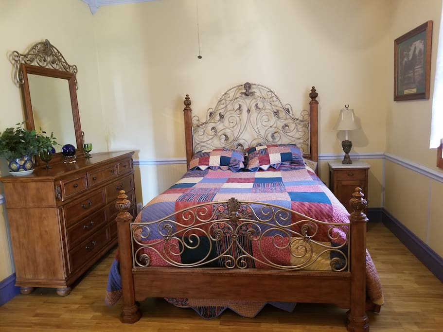 Tennessee Walking Horse Master Queen bed