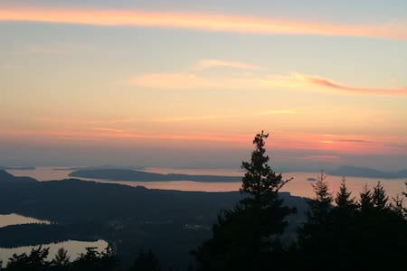 Orcas Island Sunset Retreat