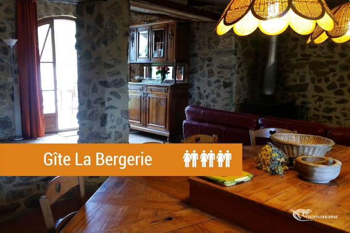 Old cottage for 6 people overlooking the garrigue