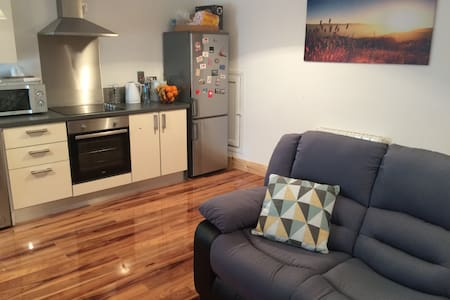 Double bedroom in city centre - Cork