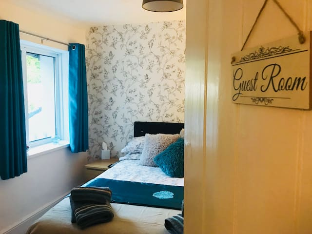 The guest room @ number 21  Centre of Pembs