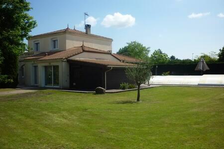 Villa de standing avec piscine - Saint-Jean-d'Illac - บ้าน