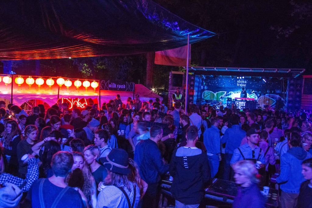 Massive campsite parties with live DJs and bands