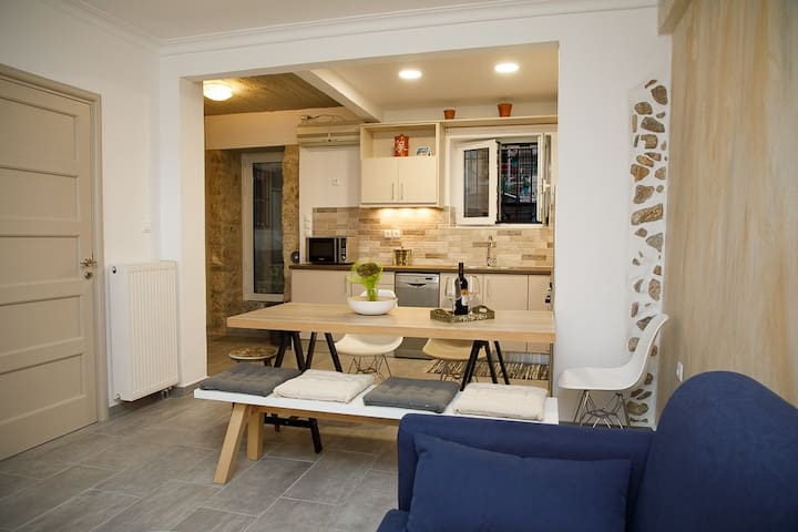 Neoclassical flat in the heart of Athens, Plaka