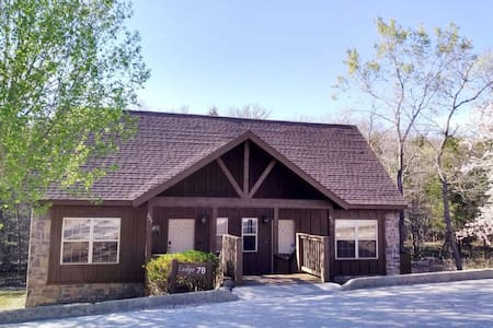 Lodge close to Silver Dollar City & Branson Strip