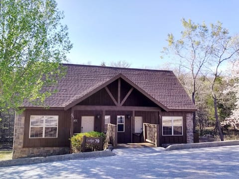 Lodge close to Silver Dollar City & Branson Strip