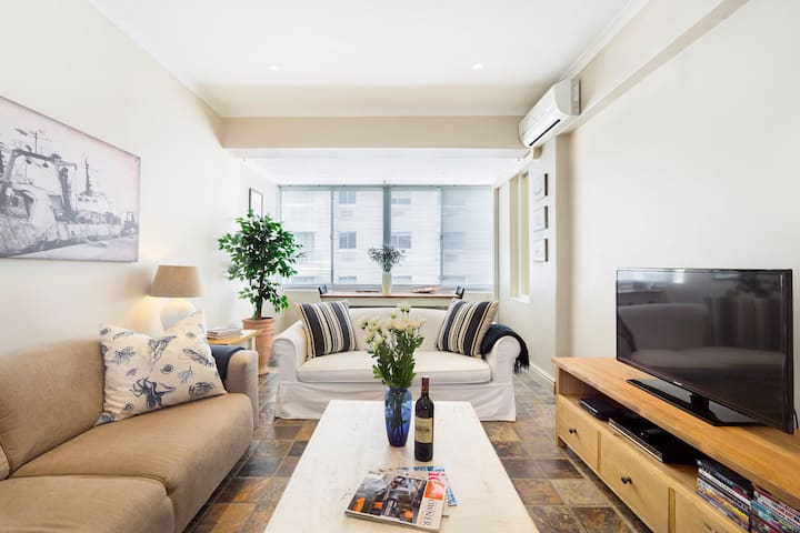 Walk to the V&A Waterfront from a Charming Apartment