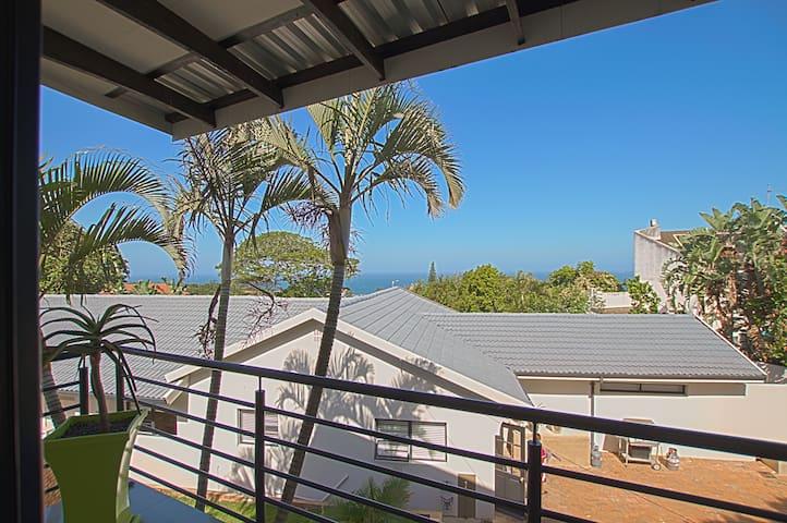 Seaview loft apartment - Umhlanga - DSTV & WIFI