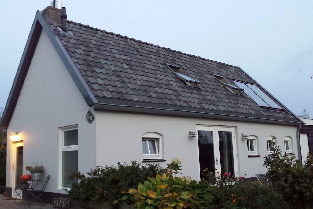 Gezellige vakantiewoning guesthouses te huur in ophemert for Te huur in gelderland