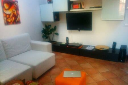 5 minutes from Milan - Apartment