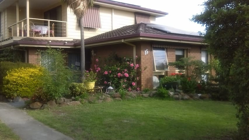 KISMET- Friendly Country-Style Home BnB - Geelong - Bed & Breakfast