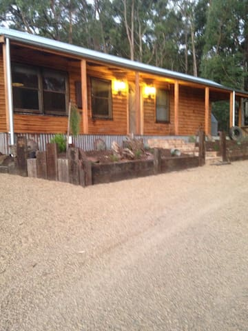 Baroona Cottage and Produce. - Gladysdale - Bed & Breakfast
