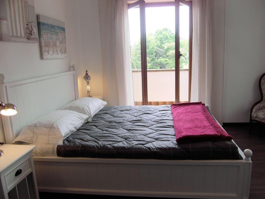 """Particolare fotografico della stanza """"Magnolia"""", una delle tre stanze matrimoniali di Villa Chauvet."""